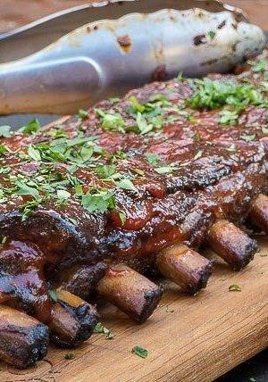 spareribs-met-smokey-sriracha-saus-feature.webp